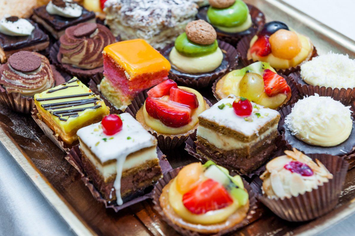 картинки с тортами и пироженками помог ролик ютьюба
