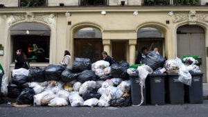 Париж мусор